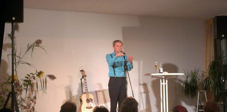 'Apps geht imma' – Werner Meier begeistert die Zuhörer im Mittergarser Dorfsaal