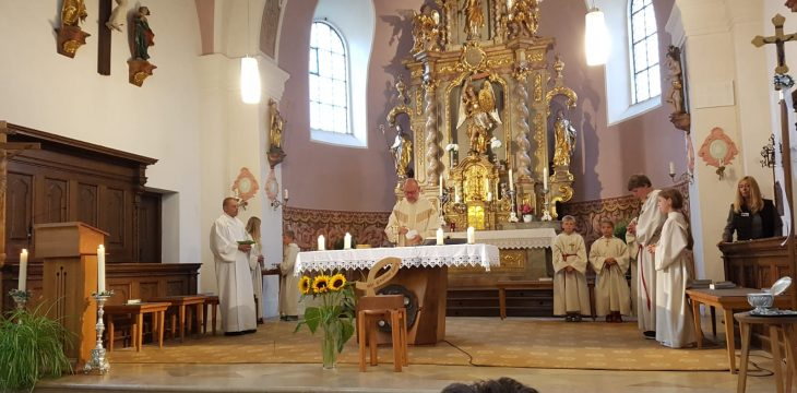 Bum-Voi war de Kirche mit lauter Hans'n