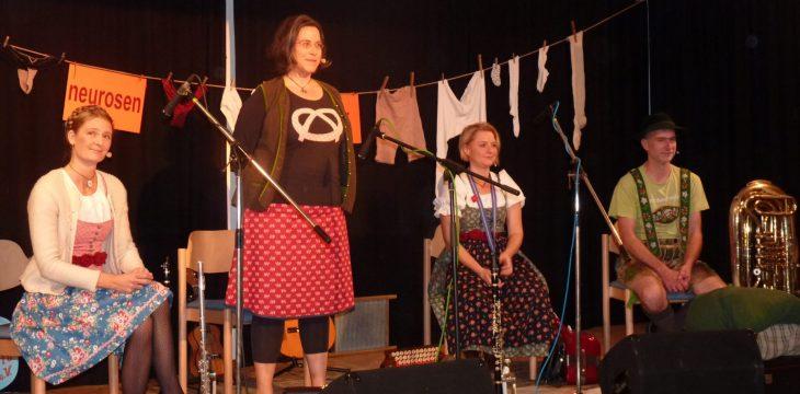 Bayerisch-neurotische Lebensmusik im Mittergarser Dorfsaal – Die Neurosenheimer begeistern Ihr Publikum