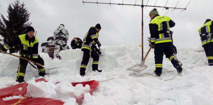 Schneeschaufeln in Bischofswiesen