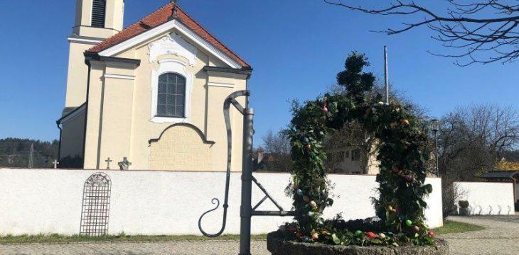 Traditionelle Osterzeit einmal anders – Osterbrunnen nun auch in Mittergars