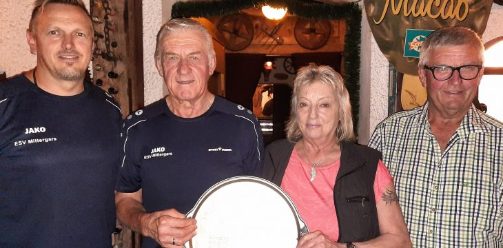 Hartl-Burle Pokal: Eindeutige Hinrunde